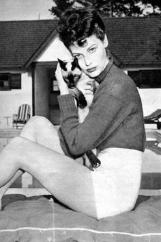 Ava Gardner and cat. The cat looks decidedly unhappy. Old Hollywood Actresses, Old Hollywood Stars, Vintage Hollywood, Actors & Actresses, Classic Actresses, Divas, Portraits, Ava Gardner, Cat People
