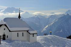 Bettmeralp látképe kis templommal - ez a 2000 méteren fekvő falucska is az Aletsch Arena síterület része. Mount Everest, Mountains, Nature, Travel, Naturaleza, Viajes, Destinations, Traveling, Trips