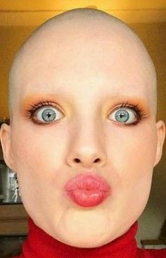Bald Head Women, Shaved Head Women, Shave Eyebrows, How To Draw Eyebrows, Super Short Hair, Short Hair Cuts, Short Hair Styles, Pixie Cut, Bald Girl