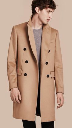 A double-breasted Burberry coat in camel, cut from plush cashmere with a soft handle. The tailored design is detailed with peak lapels. Wear over jeans and knitwear for a polished off-duty look.