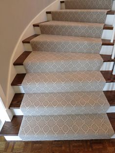 Stylish stair carpet ideas and inspiration. So you can choose the best carpet for stairs.Quality rug for stairs, stairway carpets type, etc. Carpet Staircase, Staircase Runner, Basement Carpet, Foyer Staircase, Spiral Staircases, Carpet Diy, Best Carpet, Rugs On Carpet, Shaw Carpet