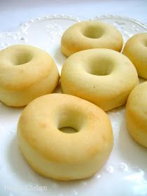 Love these little baked doughnuts to bits :D Who says plain doughnut is boring? I love simplicity, it matche. Soft Doughnuts Recipe, Coconut Donut Recipe, Baked Doughnuts, Doughnut Muffins, Baked Donut Recipes, Easy Bread Recipes, Baking Recipes, Dessert Recipes, Beignets