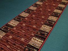 Moderní tkaný běhoun je koberec, který má široké využití. Běhouny můžete použít do kuchyní, ložnic, obývacích pokojů a hodí se také na chodby popřípadě schodiště.   Běhouny dodáváme v minimální délce 1 m a řez se provádí po 5 cm. Arno, Rugs, Home Decor, Homemade Home Decor, Types Of Rugs, Rug, Decoration Home, Carpets, Interior Decorating