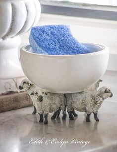 A little obsessed with this pedestal made from... sheep!