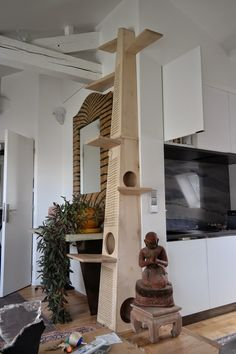15 Things To Avoid In Building A Custom Cat Tree - meowlogy Diy Cat Tree, Living With Cats, Cat Perch, Cat Shelves, Cat Playground, Cat Room, Cat Condo, Pet Furniture, Cat Wall
