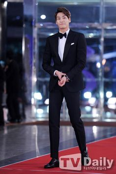 The 15 Best-dressed Korean stars from the 2014 award season: Kim Young Kwan