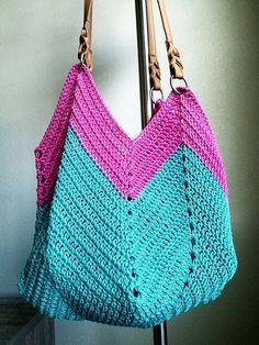 For some women, purchasing an authentic designer bag is not really something to dash into. As these bags can easily be so expensive, most women usually agonize over their selections prior to making an actual handbag acquisition. (Re:Stylish Hobo bag. Crochet Shell Stitch, Crochet Tote, Crochet Handbags, Love Crochet, Bead Crochet, Purse Patterns, Crochet Patterns, Crochet Shoulder Bags, Designer Shoulder Bags