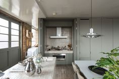 Ilse Crawford's London Flat Hits the Market (Remodelista: Sourcebook for the Considered Home) Home Design, Design Loft, Design Design, Home Interior, Kitchen Interior, Kitchen Design, Interior Design, Interior Ideas, Interior Architecture