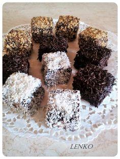 Πεντανόστιμα και πολύ λαχταριστά νεγράκια που φτιάχνονται πολύ εύκολα για τους καλεσμένους σας!! Υλικά: 3 κουπες αλευρι 2 κουπες ζαχαρη 1/2 κουπα κακαο 3/4 κουπα σπορελαιο 2 κουπες καφε (2 κουπες νερο +2 κ.γ. νες καφε) 2 μπεικιν 1 κ.γ. αλατι ξυσμα απο ενα πορτοκαλι Δείτε ακόμα :Νεγράκια συνταγή ίδια με του ζαχαροπλαστείου!Από τη Σόφη …