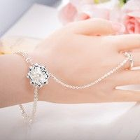 New Arrival Women's Fashion Flowers Pearl Charm Chain Cuff Bracelet Finger Ring 925 Silver Alloy Wristband Bangle Bracelets Trendy Unique Rings Knuckle Ring Party Hand Chain Jewelry Set Ornament Accessories Birthday Gift for Women Girl