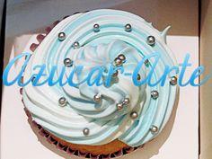 Cupcakes de Vainilla y top de Merengue celeste y blanco con perlas plateadas, para fiestas patrias. www.azucar-arte.com.ar