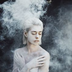 smoke-photography-effect-02-Serbian photographer Jovana Rikalo uses smoke bombs to create some unexpected effects in her portraits. You see, some photographers like control in their photos, but Jovana prefers the random effect she gets from the way the smoke moves in the air.