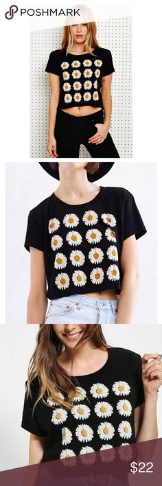 Urban outfitters truly madly deeply daisy crop top ▹SIZE: Small  ▹CONDITION: Very good condition Urban Outfitters Tops Crop Tops
