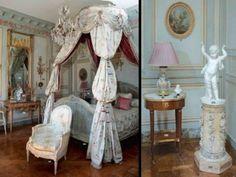 Dernière visite d'un bel hôtel particulier du XVIIIème siècle à Versailles . Le décor aujourd'hui disparu a été dispersé à l'hôtel Drouot . L'Entrée et le Majestueux Escalier Le Grand Salon Le Bureau Le Petit Salon La Chambre magnifique reconstitution...