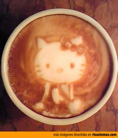 Hello Kitty en el café.