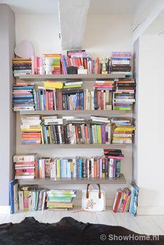 Binnenkijken bij Cynthia - Miss Lipgloss - Boekenkast