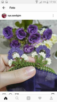 This Pin was discovered by zey Crochet Edging Patterns, Crochet Borders, Crochet Designs, Crochet Classes, White Eyeliner, Crochet Decoration, Crochet Flowers, Knitting Projects, Textile Art