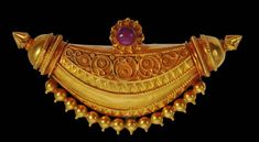 Gold Indian Kokke Thathi Pendant - Michael Backman LtdMichael Backman Ltd Jewelry Stores Near Me, Jewelry Sites, Cute Jewelry, Antique Jewellery Designs, Antique Jewelry, Antique Gold, Gold Wedding Jewelry, Gold Jewelry