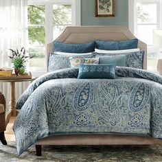 Refresh your master suite or guest room with this 2-piece cotton duvet set, showcasing an eye-catching paisley print.  Product: ...