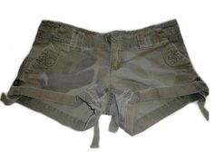 American Eagle Outfitters Women's Girls camouflage pattern army style short shorts, size 2. These used brand name shorts have a worn, vintage style. Shorts are a tight fit, army style short shorts with camouflage design.
