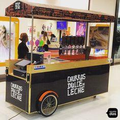 #carrinho #carrinhoparaeventos #carrinhogourmet #carrinhopersonalizado #designdeproduto #carrinhospersonalizados #quiosque #quiosques #quiosqueparashopping #quiosquesparashopping #studiodias #studiodiasdesign #design #projetocomercial #projetoexecutado #arquiteturadeinteriores #loja #lojas #store #lojaparashopping #lojasparashopping #lojaparaaeroporto #lojasparaaeroporto #churros #dulcedeleche #churro #churrosdulcedeleche www.studiodias.com.br Coffee Box, Coffee Carts, Kiosk Design, Cafe Design, Mobile Coffee Cart, Food Cart Design, Bike Food, Food Trucks, Food Kiosk