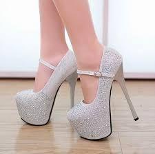 Resultado de imagen para zapatos de tacon de moda con brillos