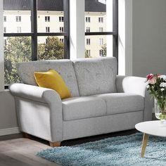 Kruununa kauniit käsinojat! Malli: Mari Vaihtoehdot: 2- ja 3-istuttava sohva ja vuodesohva, nojatuoli Jälleenmyyjä: Sotka-liikkeet  #pohjanmaan #pohjanmaankaluste #käsintehty