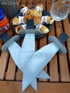 selbstgeknüddeltes.: Piratenparty, Piratengeburtstag, pirate party, Schwerter basteln, Pappschwerter