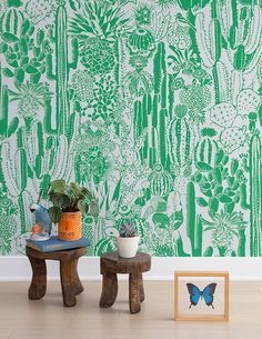 I wouldn't want this wallpaper in my home but I like this photo. Cactus Spirt Kelly wallpaper