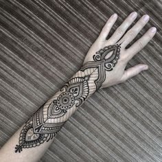 Armband design henna