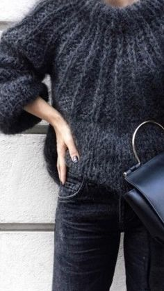 Mohair sweater and dark denims - Pulli Stricken Chunky Knit Jumper, Mohair Sweater, Chunky Knits, Mode Outfits, Casual Outfits, Fashion Outfits, Black And White Outfit, Handgestrickte Pullover, Looks Chic
