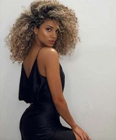 Super Hair Color Honey Haircolor Ideas - All About Hairstyles Blonde Curly Hair, Curly Hair With Bangs, Colored Curly Hair, Curly Hair Styles, Natural Hair Styles, Long Natural Curls, Blonde Afro, Blonde Natural Hair, Blonde Curls