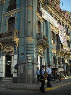 Perú, Lima vista de una parte de la Plaza 2 de Mayo, observese la Arquitectura -Jhabich