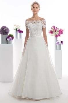 Where wedding trends and bridal traditions make the perfect match! Wedding dresses for the elegant & sophisticated bride. Discover the perfect Oreasposa look for your day! Elegant Sophisticated, Elegant Bride, Bridal Gowns, Wedding Gowns, Bridal Traditions, A Line Gown, Wedding Dress Styles, Wedding Trends, Dream Dress