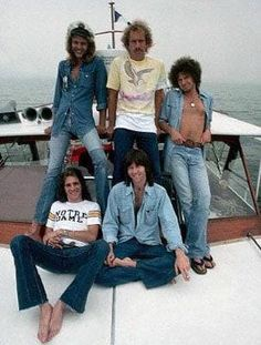 Keeping classic music alive. Lovely assortment of Eagles photos. I adore Randy Meisner with every bone in my body. Eagles Music, Eagles Band, Rock & Pop, Rock N Roll, History Of The Eagles, Randy Meisner, Glenn Frey, Hotel California, Southern California