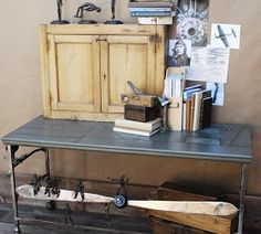 Steampunk: erede del look industrial vintage Vintage Industrial, Entryway Tables, Steampunk, Furniture, Home Decor, Decoration Home, Room Decor, Home Furnishings, Home Interior Design