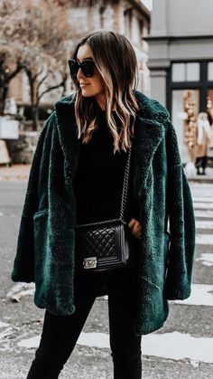 Faux fur coat Winter coat Green Fall outfit Autumn Outfit inspiration Streetstyle More on Fashionchick Mode Outfits, Casual Outfits, Fashion Outfits, All Black Outfit Casual, City Outfits, Outfits 2016, Casual Bags, Dress Casual, Fashion Clothes