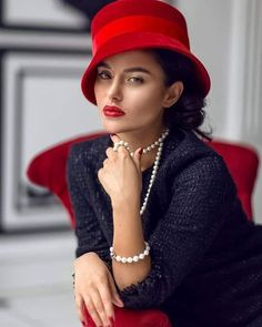 Head & Shoulders, Poses, Red Lips, Lady In Red, Red And Blue, Vintage Ladies, Sexy Women, Creations, Beautiful Women