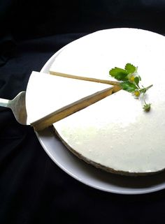 My Luscious Low-Carb, Sugar-Free Vanilla Cheesecake with a Nut Crust #LCHF #lowcarb #banting