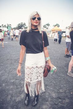Love the feminine touch to this look with the white lace and fringe.
