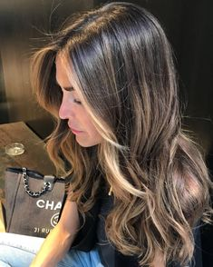 catchy hair color ideas for brunettes to try this fall 66 Brown Hair Balayage, Brown Blonde Hair, Light Brown Hair, Hair Color Balayage, Hair Highlights, Ombre Hair, Perfect Hair Color, Hair Color And Cut, Haircuts Straight Hair