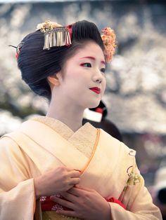 Oiran & Geisha   Baikasai 2016 with… The maiko Katsuna. (Source)