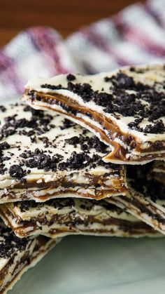Milhojas de Chocolate Blanco, Dulce de Leche y Oreo - Recetas con Chocolate - Sweet Desserts, Easy Desserts, Sweet Recipes, Delicious Desserts, Yummy Food, Tasty, Healthy Desserts, Baking Recipes, Cake Recipes