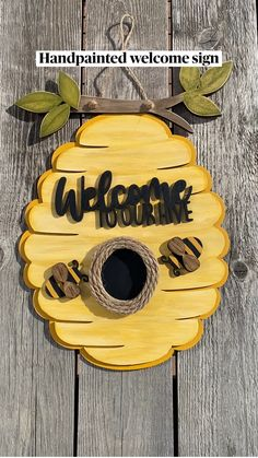 Bee Crafts, Sewing Crafts, Crafts For Kids, Flower Diy, Diy Flowers, Mesh Wreath Tutorial, Bee Art, Room Makeovers, Deco Mesh Wreaths