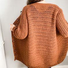 Gilet Crochet, Crochet Cardigan Pattern, Knit Crochet, Crochet Patterns, Crochet Sweaters, Crochet Ideas, Diy Crochet Crop Top, Easy Crochet, Crochet Hooks