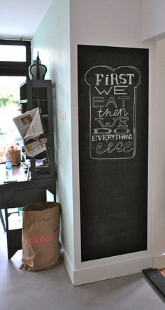 Chalkboard panel for kitchen. Blackboard Wall, Chalkboard Lettering, Diy Chalkboard, White Wood Kitchens, Blackboards, Recycled Furniture, Home And Living, Decoration, Interior Inspiration