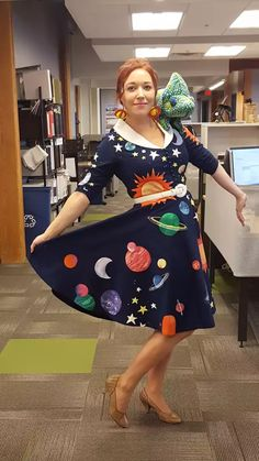 Ready for today's field trip class? My Halloween costume this year - Miss Frizzle! - Imgur Geeky Halloween Costumes, 90s Costume, Halloween Science, Easy Costumes, Halloween Cosplay, Costume Ideas, Costume Makeup, Comic Con Costumes, Party