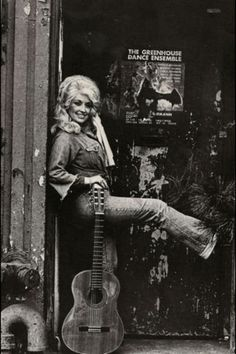 Listen to music from Dolly Parton like Jolene, 9 to 5 & more. Find the latest tracks, albums, and images from Dolly Parton. Country Music Artists, Country Singers, Country Musicians, Country Music Stars, I Love Cinema, Music Icon, Brigitte Bardot, Portrait Photo, Belle Photo