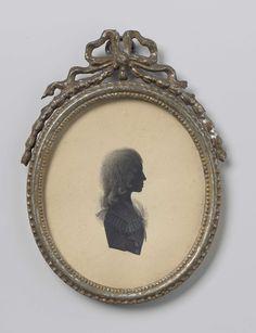 Simon Schaasberg | Silhouet portret van een jongen, Simon Schaasberg, c. 1790 - c. 1800 | Silhouet portret van een jongen. Buste, naar rechts. Onderdeel van de collectie portretminiaturen.