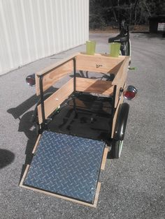 This trailer you could use to carry animals in or even kids. Dog Trailer, Trailer Diy, Utility Trailer, Bike Trailers, Crochet Velo, Bike Wagon, E Quad, Bicicletas Raleigh, Bike Cart